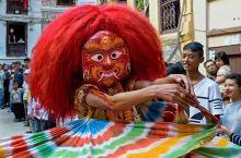 尼泊尔,户外运动的天堂。 很多人喜欢尼泊尔,一方面是因为他这里的节日特别多,几乎每个月都有,甚至于,