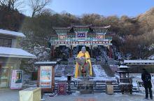 老君山在栾川县,洛阳龙门站旁边有个汽车站,从那坐车走高速2个小时多点就到能到,二三十分钟一班车,晚上
