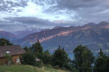 我在瑞士楚格跑步 楚格是瑞士一个小镇,距离琉森很近。楚格有一个湖,非常漂亮,人口不多,适合居住,据说