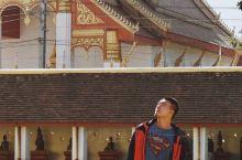你可以不知道万象,但你一定听过塔銮  万象以前叫作永珍,名字非常文艺!  塔銮是一座老挝人引以自豪的