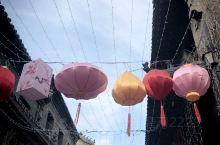 周村自贡灯会。过年来大街吧,来周村古商城吧,这里有来自四川的灯会。自来男方工匠的手艺巧于北方,今年一