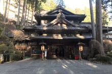 下吕温泉,日本三大温泉之一,这家汤之岛温泉天皇曾经来过,酒店分主副楼,主楼已经有80多年的历史了,整