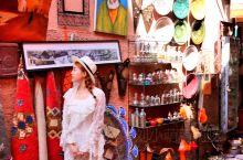 红城马拉喀什  进入马拉喀什城区的时候,看着诸红色的房子,盛放的热带植物,马路上奔跑的马车,真心觉得