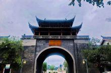 龙泉古镇       夷陵区龙泉镇位于宜昌市东部,地处鄂西南,北倚长江三峡,东襟荆楚大地,是一个典型
