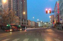 大年三十傍晚的街道基本已是万人空巷了