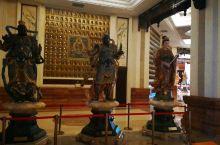 敦化六鼎山金鼎大佛坐像下的宫殿,宫殿的第一层。金碧辉煌的挺壮观的。携程上传视频的编辑功能怎么没有了,
