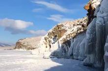 贝加尔湖位于东西伯利亚南部,在布里亚特共和国和伊尔库茨克州境内,湖总容积23.6万亿立方米,最深处达