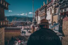 香格里拉松赞林寺 跳神节的预演  跳神节在每年藏历十二月二十九日举行,由喇嘛办成神佛鬼怪,也是除旧岁