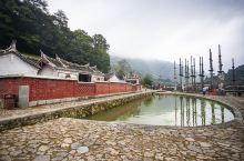 """塔下村位于漳州市南靖县书洋镇西部,有""""闽南周庄""""之称。 为敬奉先祖,村中有一座德远堂。德远堂前是一口"""