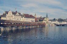 巴塞尔 (德:Basel,法:Bâle,意:Basilea)是仅次苏黎世和日内瓦的瑞士第三大城市,为