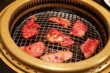 下吕的人气烧肉店,飞騨牛肉太好吃鳥  下吕的第一餐,和康康来这家下吕名店吃烧肉。  人气爆棚,晚上7