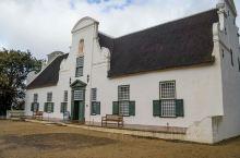 萨克森堡葡萄酒农庄酒店是位于南非开普敦一处大型的葡萄种植园内。这里既是酒店,也是一家葡萄酒农场,景色
