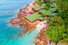 20年前一部《夏日么么茶》,带观众走进了马来西亚热浪岛,这个被公认为大马最美丽的海岛,虽然路程很曲折