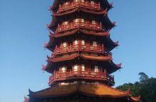 该塔为八角九层楼阁式攒尖顶仿宋宝塔,由古建筑师、华南理工大学建筑系博士生导师邓其生指导设计。纪元塔它
