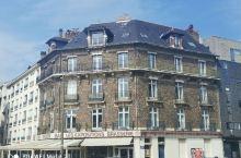 法国南特的布列塔尼公爵城堡。 在市中心,离火车站不远的一个市中心地带。城堡免费进入,久远的石垣见证了