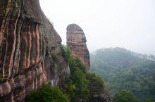 阳元山是广东韶关山风景区内的二大景区之一,是以一巨大的柱状山体为观景点的丹霞地貌,也被称为阳元石,阳