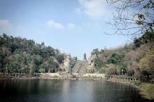 隆昌的这个景区还是不错的的,干净整洁,给人一种很舒服惬意的感觉,特别适合一家人周末去放松一下,沿着湖