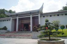 纪念馆是韶山毛泽东故居景区内的核心景点,规模宏大,建筑古朴庄严,里面宽敞整洁,这里通过大量图文影像资