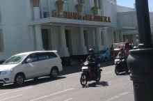 印度尼西亚第四大城市——-万隆!视频中的建筑物为万隆会议旧址!但是内部不对外开放,只能在外围看看!