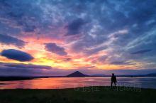 冰岛米湖午夜霞光