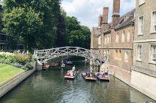 今天打卡剑桥,同牛津一样,这里是一个由31个不同学院组成的大学城。众学院中,比较著名的有三一学院、国