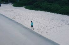 格兰德海滩  传说中的三连滩的第一滩。入眼只有一个字,美!四个字,真TM美! 【景点攻略】 详细地址