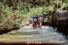 曼谷众多集市中,最好玩的应该是水上集市了吧  1,火气全开,有种乘风破浪的感觉 2,曼谷堵车全球有名