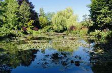 吉维尼的莫奈故居与花园 每次在美术馆看到莫奈的睡莲、日本桥,沉迷于那片迷人光影时,会想到莫奈实际看到