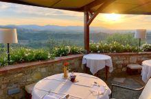 #托斯卡纳#  在意大利游玩旅途中,最欣喜的莫过于发现了托斯卡纳这个令人着迷的地方,田园酒店的露台风