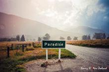 在 格林诺奇 有一条隐世之路,被称为天堂之路。 通往天堂的路并不好走,一路的砂石使车辆开得极为缓慢,
