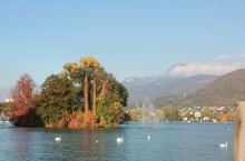 阿尔卑斯山下的安纳西小镇,风景如画,平和安静。