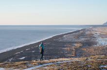 黑沙滩与教堂海滩,冰岛又一片遗世独立的壮阔海滩。  这里是冰岛最南端维克镇边上的一片海滩,与著名的黑