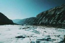 壶口瀑布,那年从太原开车去西安,遇到大雪天,晚上8点左右被从高速上驱离,下了高速最近的住宿地就是壶口