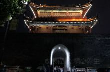 古城荆州,在这里,文化与审美不停的碰撞交融,有那么一群人,他们质朴执着,坚持梦想。