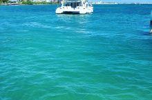 柔如毯白如玉的珍珠海滩 玩腻了东南亚的海滩,这次打算去加勒比海享受一下。坎昆是世界上的十大海滩之一,