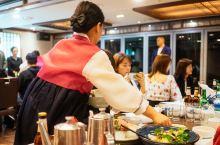 你吃过正宗的韩国定食料理吗? 在首尔旅行期间,我们安排了一顿韩国定食,据说还是不便宜的那种,毕竟定食