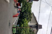 酒店地理位置非常好,就在箱根的交通枢纽箱根汤本车站出来过一个座小红桥就到了,去哪儿都方便。这个酒店是
