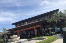 站在自己公司开发的棋子湾海滩大酒店的私人海滩,海风徐徐,虽然高温,但也别有一番风味!
