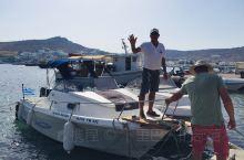 租了游艇探寻米克诺斯岛最东岸