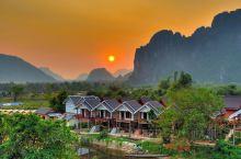 老挝万荣旅行攻略  从琅勃拉邦到万荣行驶180公里3小时左右。一路的路况不是很好,坑太多~  由于现