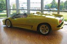 早上从博洛尼亚搭公车过来的,兰博基尼毕竟是爱车一族的梦想车型,这里收藏的车型很丰富,还有很多概念车和