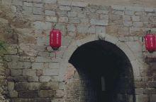 张壁古堡是世界上颇为罕见的袖珍小城,其面积仅为0.12平方千米,却具有完备的城市形态,具有很好的军事