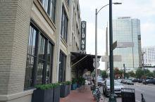 出门住酒店一定要选个有特色的,比如这次在新奥尔良住的酒店:Old No. 77 Hotel & Ch