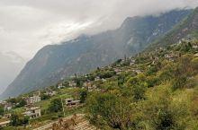 丹巴附近的藏寨,藏人的民宿比丹巴县城的住宿便宜