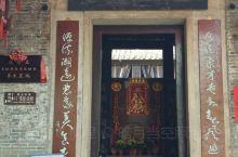 花山小镇(一) 花都有一祠堂餐馆,因为餐馆开在村公堂,所以戏称祠堂餐馆。看着它筹建开业旺客。祠堂维护