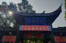 惠山古镇,由大片古祠堂组成。祠堂建筑群始建于唐,盛于明清,现在看到的多是清代祠堂。这些祠堂涉及80多