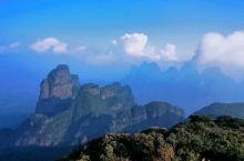 步行上山4小时,海拔差不多2000米,山顶露营,有璀璨星空,壮观日出云海。