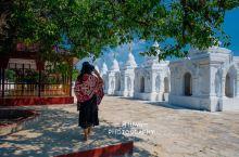 固都陶佛塔,全名是玛哈罗迦玛若盛佛塔,玛若盛是佛的称号。 固都陶佛塔的意思是全世界最伟大的功德佛塔,