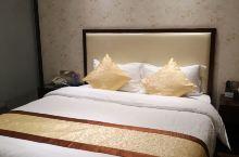 在宜春住酒店,一般来了客人都推荐喜悦艺术酒店,性价比高,交通方便,楼下是天虹商场,西面是袁山公园,南