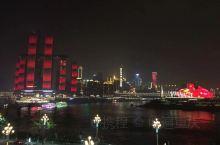 你造吗?灯光秀持续到月底 这一次,两江四岸流光溢彩的灯光秀专门为你而亮  看灯光秀,找准位置才重要。